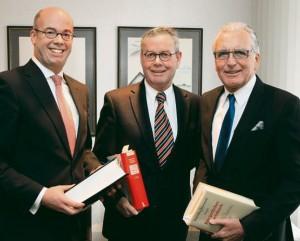 Arbeiten seit Jahresanfang in einer Kanzlei-Bürogemeinschaft: Caspar-S. Arkenau, Hans-Enno Arkenau und Dr. Uwe Biester (von links). WZ-FOTO: GABRIEL-JÜRGENS