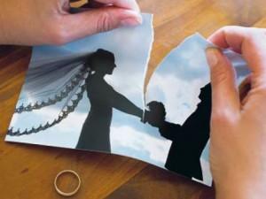 Jede dritte Ehe in Deutschland wird geschieden. Dabei ist anwaltliche Hilfe nötig. FOTO: PATRICK PLEUL/DPA